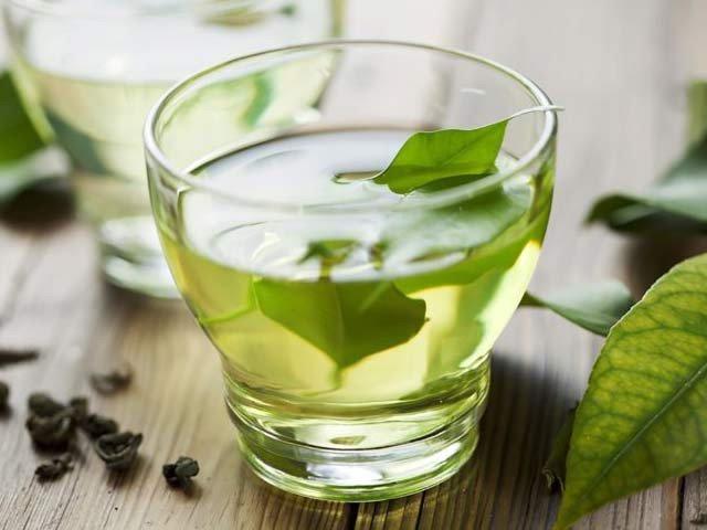سبز چائے میں موجود کیمیکل اے جی سی جی شریانوں کو کھلا رکھنے میں مدد دیتا ہے۔ فوٹو: فائل