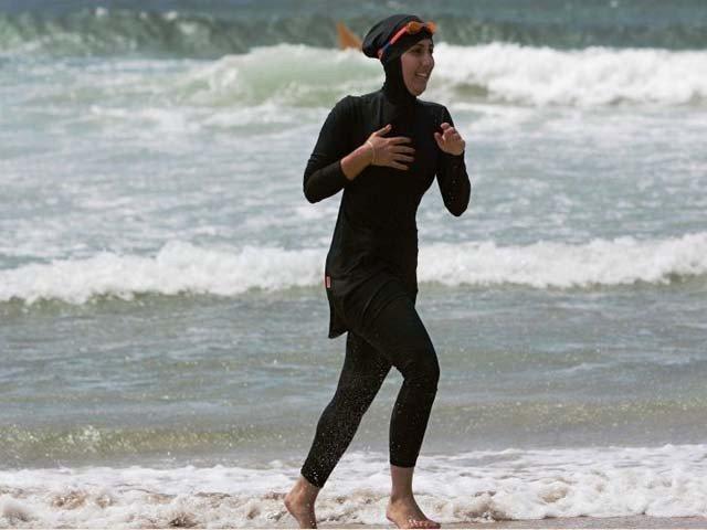 بیلجیئم کے شہر گینٹ میں بروکینی پہن کر تیراکی کرنے پر پابندی عائد کردی گئی تھی۔ فوٹو : فائل