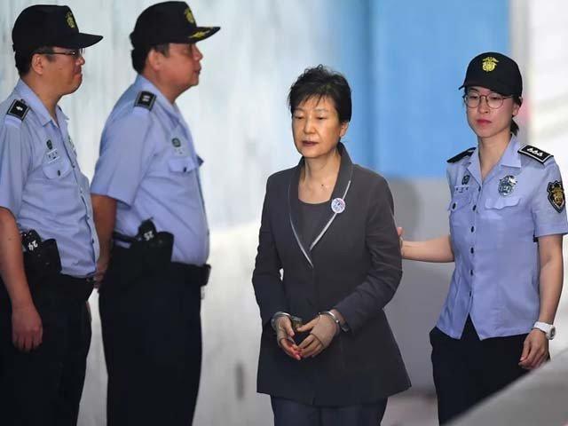 جنوبی کوریا کی سابق صدر کو دو مقدمات میں مجموعی طور پر 8 سال قید کی سزا سنائی گئی۔ فوٹو : فائل