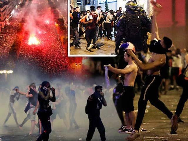 جشن کے دوران مختلف واقعات میں 2 افراد ہلاک، سیکڑوں گاڑیاں تباہ اور 25 افراد زخمی ہوئے۔ فوٹو: اے پی