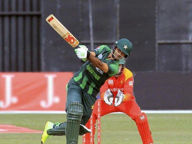 کامیابی کے لیے ہمیں بہترین کرکٹ کھیلنا اور سخت محنت کرنا ہوگی، کپتان سرفراز احمد۔ فوٹو : فائل