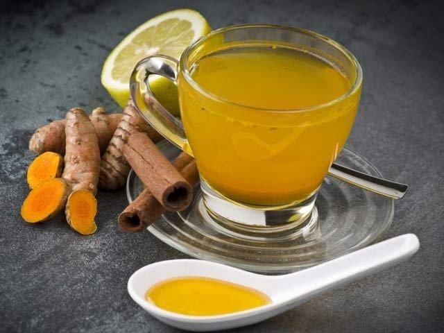 ہلدی کی چائے آپ کی صحت کی محافظ ثابت ہوسکتی ہے (فوٹو: فائل)