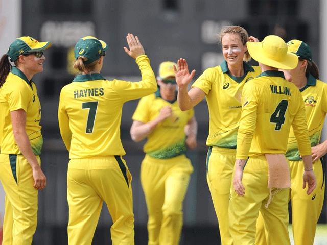 آسٹریلیا نے مطلوبہ ہدف صرف ایک وکٹ کے نقصان پر 10ویں اوورز میں ہی پورا کر لیا۔