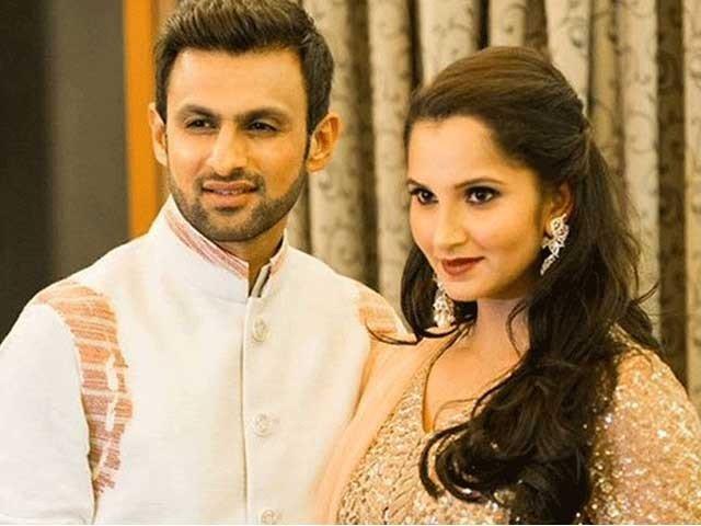 پاکستانی کرکٹراسٹارشعیب ملک اوربھارتی ٹینس سٹار ثانیہ مرزا کی شادی بارہ اپریل 2010 کو ہوئی تھی۔ فوٹو: فائل